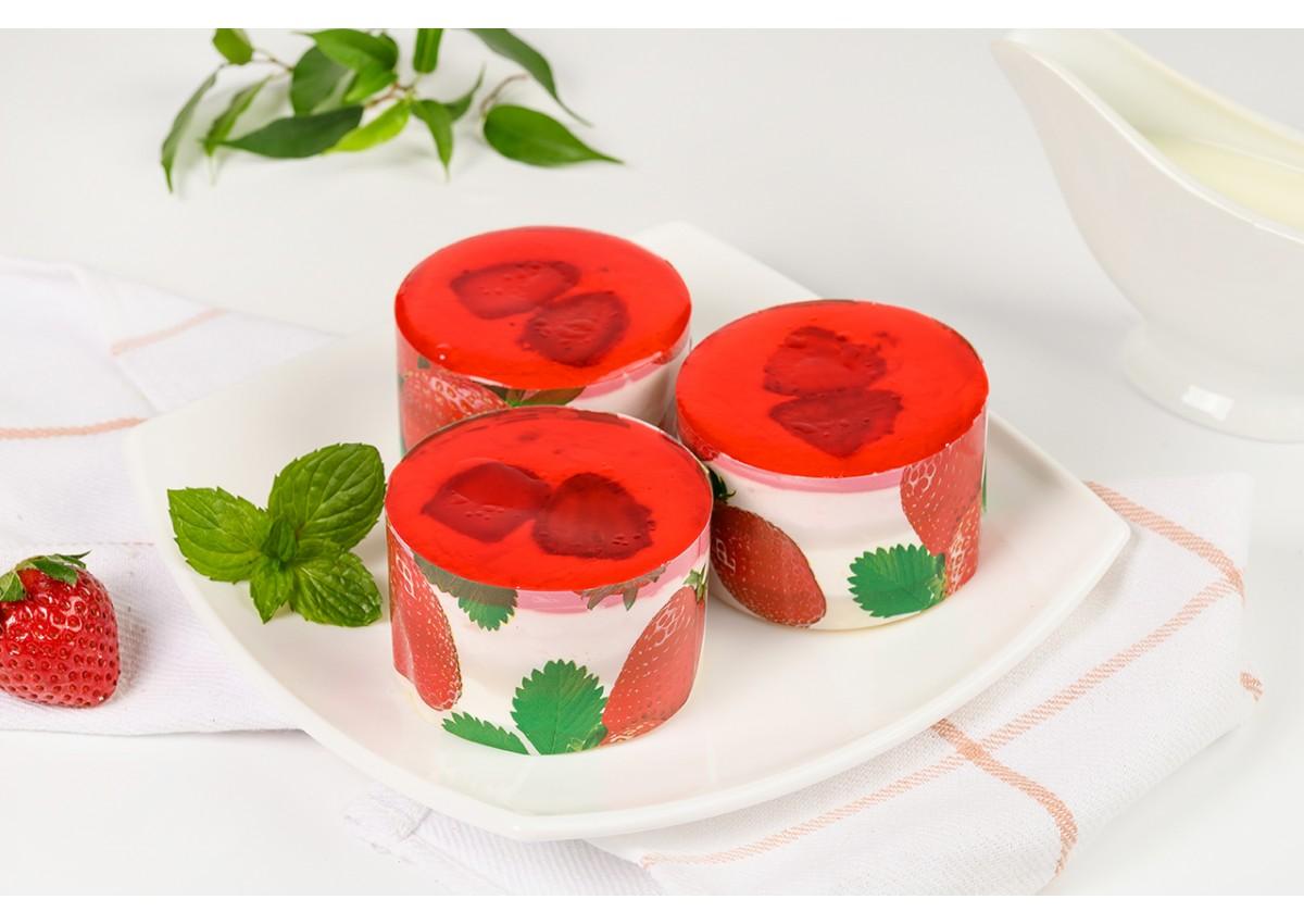 Пирожное бисквитное с ягодами