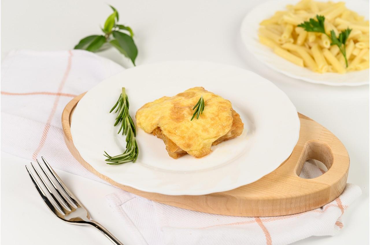Минтай, запечённый в сметане с сыром